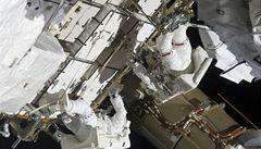 Endeavour se odpoutá od ISS, raketoplán se chystá zpět na Zemi